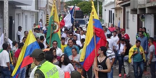 Marcha y parapentes en Roldanillo contra proyecto de energía