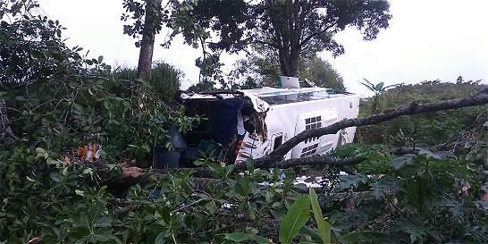 Accidente vial de bus con destino a Bolivía deja 38 heridos