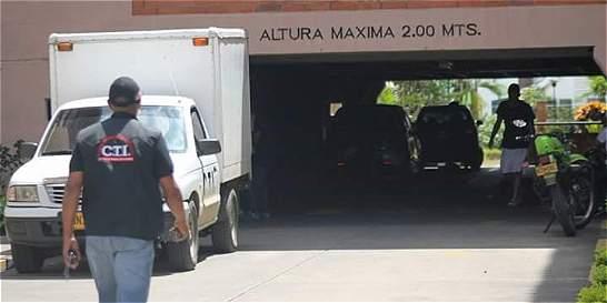Buscan a joven que visitó a hermanos asesinados en apartamento en Cali
