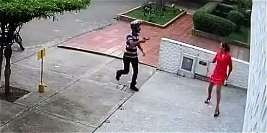 En video quedo registrado el robo de celular a una ciudadana