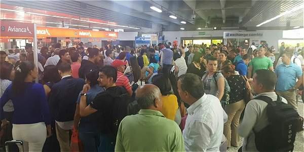 Congestión en Aeropuerto de Cali genera confusión