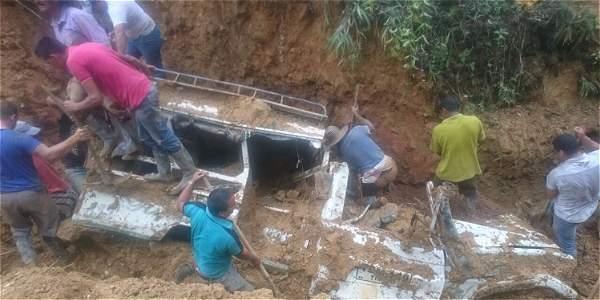 Deslizamiento de tierra deja siete muertos y dos desaparecidos