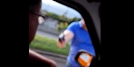 En video: conductor denuncia que fue amenazado en una vía de Cali
