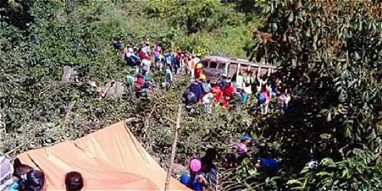Un muerto y cinco heridos dejó accidente de bus escalera en el Cauca