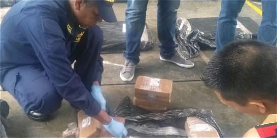 Inmovilizan lancha en el Pacífico con más de media tonelada de cocaína