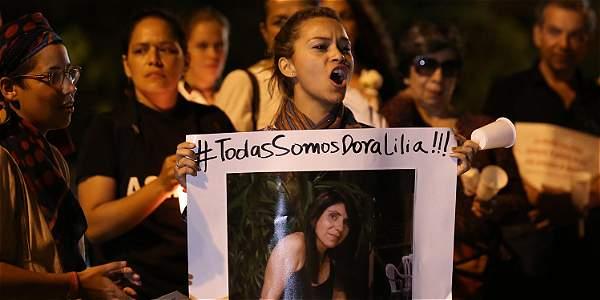 En Cali y otros municipios del Valle del Cauca han realizado manifestaciones como muestra del rechazo por la muerte de esta mujer.