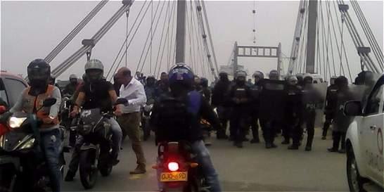 Protesta genera trancón en la vía Cali - Candelaria