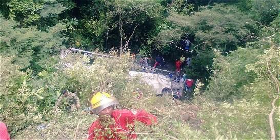 Siete muertos y 15 heridos deja accidente de un bus en el Cauca