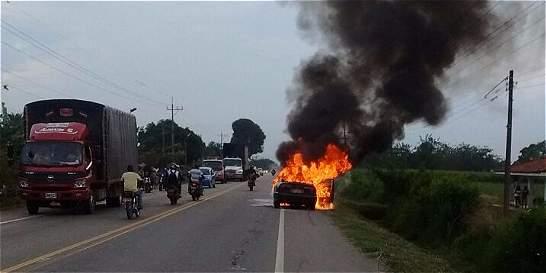 Carro se incendió en vía del norte del Cauca