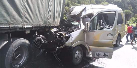 Un muerto y 15 heridos deja accidente en la vía Cali-Buenaventura