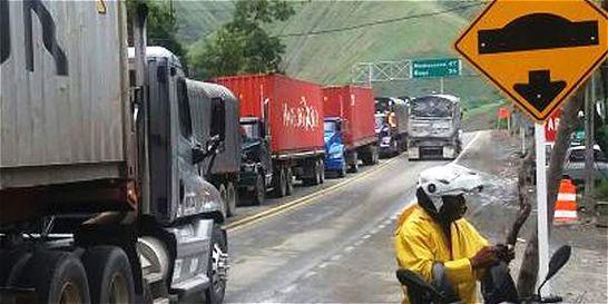 Movilidad en la vía Buga-Buenaventura, afectada por caída de rocas