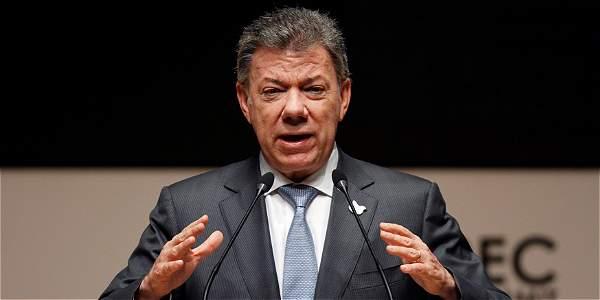 Niña colombiana le pide al presidente Santos ayuda para hacer su tarea