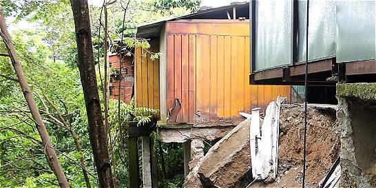 Un caño está a punto de 'tragarse' seis locales en Villavicencio