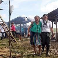El emotivo encuentro de una abuela con su nieta de las Farc