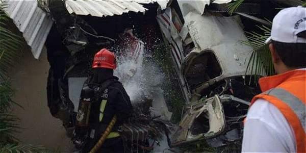 El Cerpo de Bomberos de Villavicencio atendió la emergencia de la avionea en El Cairo.