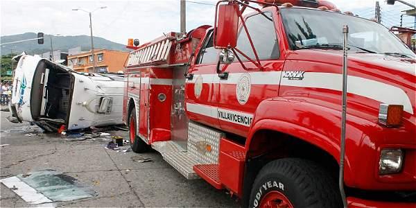 Diez personas salieron heridas en el choque del carro de Bomberos con una buseta