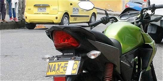 Motociclistas le hacen conejo a la medida de 'Pico y placa' en Villavo