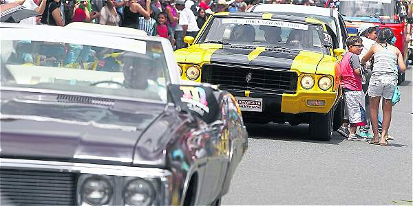 Hot Rods, atractivo del desfile de autos clásicos y antiguos