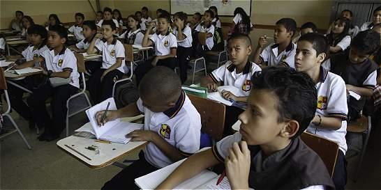 Medellín realiza la primera cumbre que debatirá la Educación Nacional