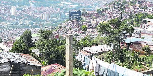 Panorámica del sector nororiental de la ciudad, vista desde la parte alta de Carambolas. Barrio que nació en medio de cafetales, vecino de Manantiales y Santo Domingo.