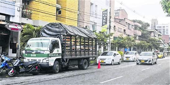 Molestia en barrio Laureles en Medellín por patrullas mal parqueadas