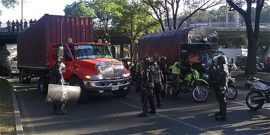 Caravana de camioneros generó caos vehicular en Medellín