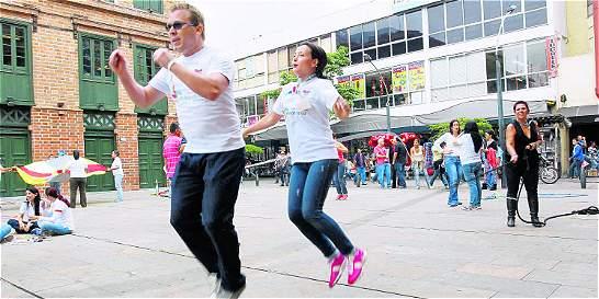 En el 'Día del juego', adultos en Medellín se divirtieron como niños