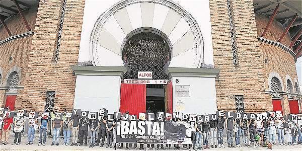 Según el Hospital San Vicente Fundación la entidad no organiza ni financia la feria de toros. Aunque son dueños del 51 por ciento del Centro de Espectáculos, es Cormacarena la encargada.