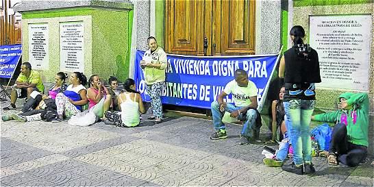 Invasores de iglesia en Medellín dicen que lo hicieron por necesidad