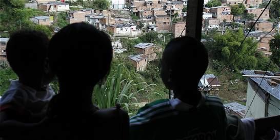 Combos de Medellín les hacen creer a los menores que son su familia