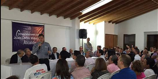Polémica por foto del dueño de CDO en campaña política