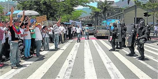 Médicos rechazan intervención del Esmad en marcha en Medellín