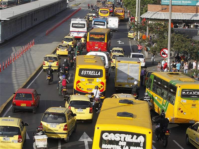 Frenan ingreso al Centro para microbuses del sur de Medellín