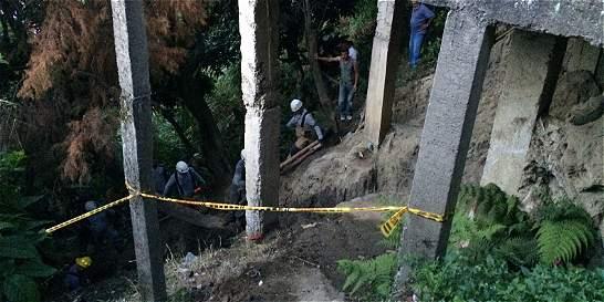 Dos mujeres quedaron atrapadas por deslizamiento en Medellín