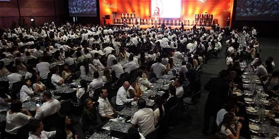 En Medellín, colombianos logran récord Guinness a la mayor cata de ron