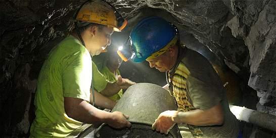 En Segovia (Antioquia) continúa paro por cierre de minas
