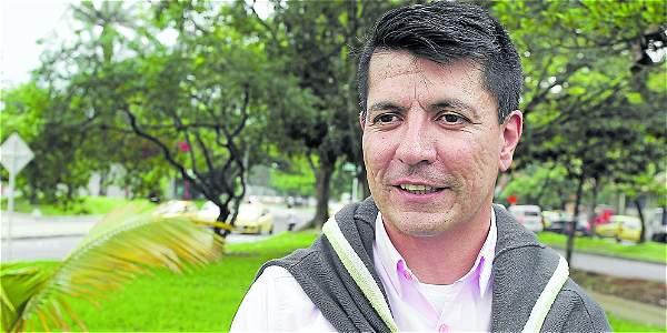 El hombre detrás de la adopción homosexual en Colombia