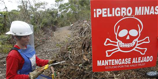 Manos de mujeres desentierran minas antipersona en Antioquia