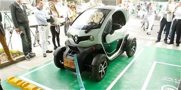 Inauguran estaciones de carga de vehículos eléctricos