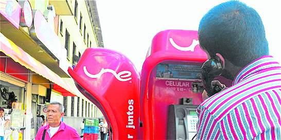 Los teléfonos públicos se acoplan a  las nuevas tecnología