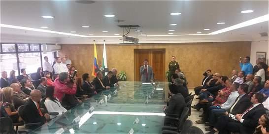 Luis Pérez posesionó parte de su gabinete