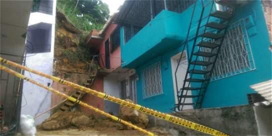 Evacúan 10 viviendas del barrio Juan Pablo II por lluvias