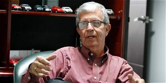 'No hay muchos carros, sino que faltan vías': Rodrigo Mejía