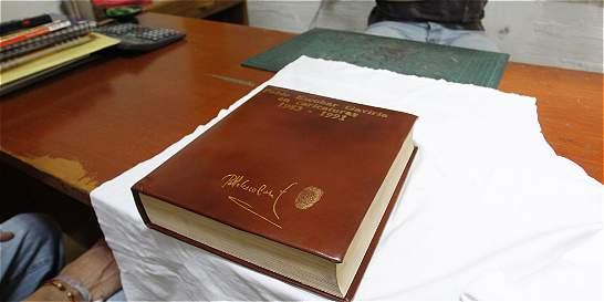 Sale a la luz otro ejemplar del 'libro de oro' de  Pablo Escobar