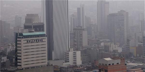En estos momentos el Valle de Aburrá es la zona con mayor contaminación del aire en el país. Esto se debe a su topografía montañosa que facilita la acumulación de partículas en el ambiente.