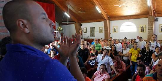 En Medellín, la palabra de Dios fue contada con las manos