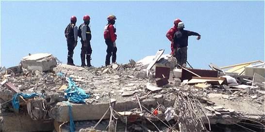 Sigue la búsqueda de 27 antioqueños tras terremoto en Ecuador