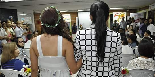 Simulan matrimonio civil de parejas homosexuales