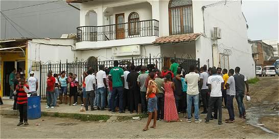 En Turbo, más de 500 migrantes irregulares esperan pasar a Panamá