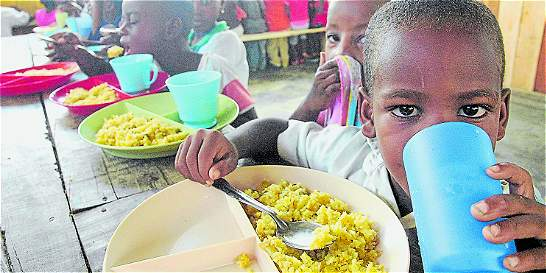Operadores 'vinagran' el servicio alimenticio de Maná